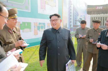 160527 - 조선의 오늘 - KIM JONG UN - Marschall KIM JONG UN besichtigte die im Bau befindliche Ryugyong-Augenklinik - 01 - 경애하는 김정은동지께서 귀성제염소를 현지지도하시면서 인민군대에서 진행하고있는 지하초염수에 의한 소금생산실태를 료해하시였다
