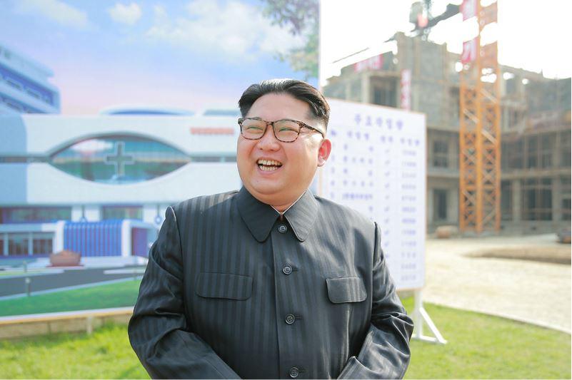 160527 - 조선의 오늘 - KIM JONG UN - Marschall KIM JONG UN besichtigte die im Bau befindliche Ryugyong-Augenklinik - 03 - 경애하는 김정은동지께서 귀성제염소를 현지지도하시면서 인민군대에서 진행하고있는 지하초염수에 의한 소금생산실태를 료해하시였다