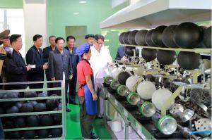 160602 - 조선의 오늘 - KIM JONG UN - Marschall KIM JONG UN sah sich die neu gebaute Pyongyanger Sportgerätefabrik an - 05 - 경애하는 김정은동지께서 새로 건설한 평양체육기자재공장을 현지지도하시였다