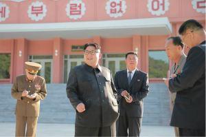 160604 - 조선의 오늘 - KIM JONG UN - Marschall KIM JONG UN besichtigte das neu gestaltete Kinderferienlager Mangyongdae - 01 - 경애하는 김정은동지께서 새로 개건된 만경대소년단야영소를 현지지도하시였다