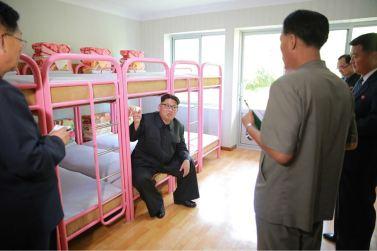 160604 - 조선의 오늘 - KIM JONG UN - Marschall KIM JONG UN besichtigte das neu gestaltete Kinderferienlager Mangyongdae - 06 - 경애하는 김정은동지께서 새로 개건된 만경대소년단야영소를 현지지도하시였다