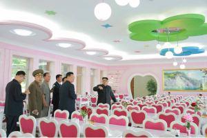 160604 - 조선의 오늘 - KIM JONG UN - Marschall KIM JONG UN besichtigte das neu gestaltete Kinderferienlager Mangyongdae - 07 - 경애하는 김정은동지께서 새로 개건된 만경대소년단야영소를 현지지도하시였다