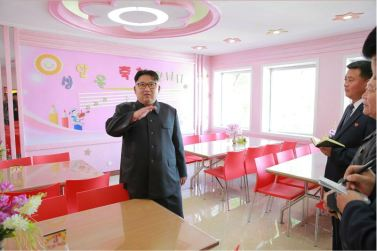 160604 - 조선의 오늘 - KIM JONG UN - Marschall KIM JONG UN besichtigte das neu gestaltete Kinderferienlager Mangyongdae - 08 - 경애하는 김정은동지께서 새로 개건된 만경대소년단야영소를 현지지도하시였다