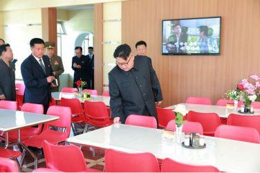 160604 - 조선의 오늘 - KIM JONG UN - Marschall KIM JONG UN besichtigte das neu gestaltete Kinderferienlager Mangyongdae - 09 - 경애하는 김정은동지께서 새로 개건된 만경대소년단야영소를 현지지도하시였다