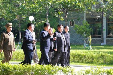 160604 - 조선의 오늘 - KIM JONG UN - Marschall KIM JONG UN besichtigte das neu gestaltete Kinderferienlager Mangyongdae - 13 - 경애하는 김정은동지께서 새로 개건된 만경대소년단야영소를 현지지도하시였다