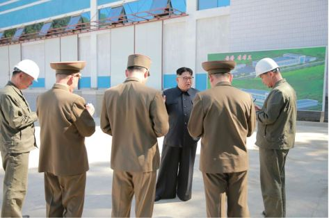 160604 - 조선의 오늘 - KIM JONG UN - Marschall KIM JONG UN sah sich die im Bau befindliche Seifenfabrik Ryongaksan an - 02 - 경애하는 김정은동지께서 새로 일떠서고있는 룡악산비누공장건설장을 현지지도하시였다