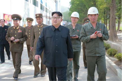 160604 - 조선의 오늘 - KIM JONG UN - Marschall KIM JONG UN sah sich die im Bau befindliche Seifenfabrik Ryongaksan an - 07 - 경애하는 김정은동지께서 새로 일떠서고있는 룡악산비누공장건설장을 현지지도하시였다