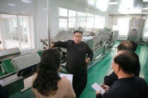 160610 - 조선의 오늘 - KIM JONG UN - Genosse KIM JONG UN besuchte die neu gebaute Kimchi-Fabrik Ryugyong - 04 - 경애하는 김정은동지께서 새로 건설된 류경김치공장을 현지지도하시였다