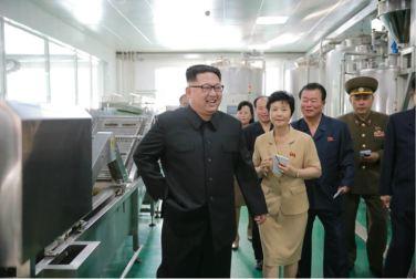 160610 - 조선의 오늘 - KIM JONG UN - Genosse KIM JONG UN besuchte die neu gebaute Kimchi-Fabrik Ryugyong - 05 - 경애하는 김정은동지께서 새로 건설된 류경김치공장을 현지지도하시였다