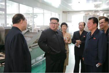 160610 - 조선의 오늘 - KIM JONG UN - Genosse KIM JONG UN besuchte die neu gebaute Kimchi-Fabrik Ryugyong - 06 - 경애하는 김정은동지께서 새로 건설된 류경김치공장을 현지지도하시였다