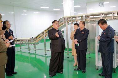 160610 - 조선의 오늘 - KIM JONG UN - Genosse KIM JONG UN besuchte die neu gebaute Kimchi-Fabrik Ryugyong - 09 - 경애하는 김정은동지께서 새로 건설된 류경김치공장을 현지지도하시였다
