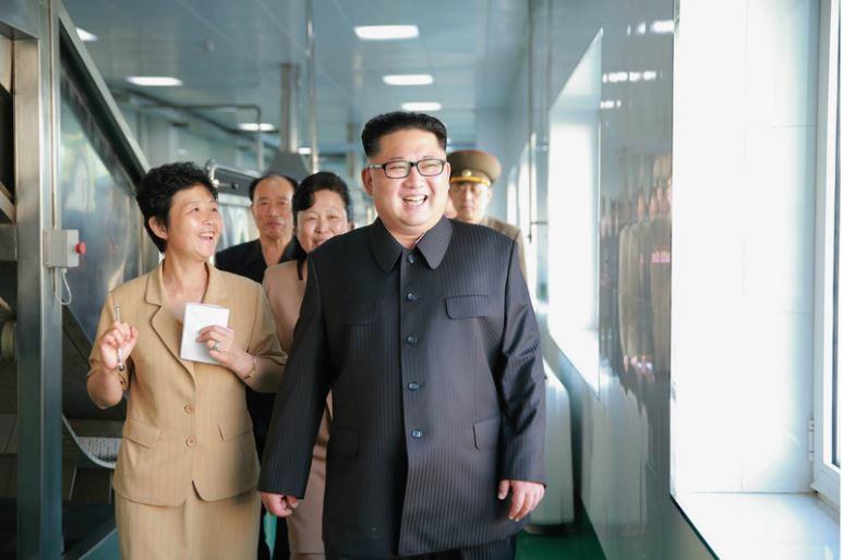 160610 - 조선의 오늘 - KIM JONG UN - Genosse KIM JONG UN besuchte die neu gebaute Kimchi-Fabrik Ryugyong - 11 - 경애하는 김정은동지께서 새로 건설된 류경김치공장을 현지지도하시였다