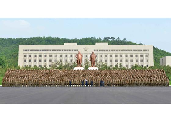160613 - RS - KIM JONG UN - Marschall KIM JONG UN besichtigte die Universität für Landesverteidigung - 02 - 경애하는 김정은동지께서 국방종합대학을 현지지도하시였다