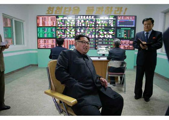 160616 - RS - KIM JONG UN - Genosse KIM JONG UN besuchte das modern umgebaute Pyongyanger Getreideverarbeitungswerk - 05 - 경애하는 김정은동지께서 현대적으로 개건된 평양곡산공장을 현지지도하시였다