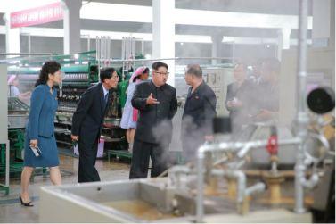 160621 - 조선의 오늘 - Genosse KIM JONG UN besuchte die Pyongyanger Seidenspinnerei 'Kim Jong Suk' - 03 - 경애하는 김정은동지께서 김정숙평양제사공장을 현지지도하시였다