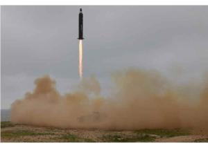 160623 - RS - KIM JONG UN - 07 - 주체조선의 국방력 일대 과시, 지상대지상중장거리전략탄도로케트 《화성-10》시험발사에서 성공 경애하는 김정은동지께서 지상대지상중장거리전략탄도로케트 《화성-10》시험발사를 현지에서 지도하시였다
