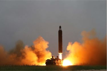160623 - SK - KIM JONG UN - 01 - 주체조선의 국방력 일대 과시, 지상대지상중장거리전략탄도로케트 《화성-10》시험발사에서 성공 경애하는 김정은동지께서 지상대지상중장거리전략탄도로케트 《화성-10》시험발사를 현지에서 지도하시였다