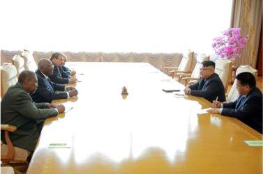 160701 - 조선의 오늘 - KIM JONG UN - Genosse KIM JONG UN empfing den Sondergesandten vom 1. Sekretär des ZK der KP Kubas und seine Begleitung - 04 - 경애하는 김정은동지께서 꾸바공산당 중앙위원회 제1비서 특사일행을 접견하시였다