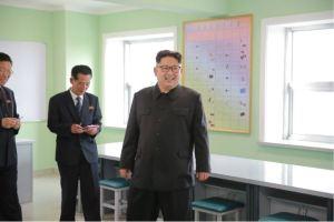 160703 - 조선의 오늘 - KIM JONG UN - Genosse KIM JONG UN besichtigte die neu errichtete Mittelschule für Waisen Pyongyang - 04 - 경애하는 김정은동지께서 새로 건설된 평양중등학원을 현지지도하시였다