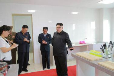 160703 - 조선의 오늘 - KIM JONG UN - Genosse KIM JONG UN besichtigte die neu errichtete Mittelschule für Waisen Pyongyang - 06 - 경애하는 김정은동지께서 새로 건설된 평양중등학원을 현지지도하시였다