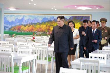 160703 - 조선의 오늘 - KIM JONG UN - Genosse KIM JONG UN besichtigte die neu errichtete Mittelschule für Waisen Pyongyang - 07 - 경애하는 김정은동지께서 새로 건설된 평양중등학원을 현지지도하시였다