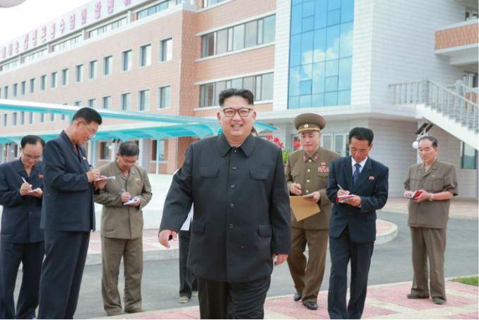 160703 - 조선의 오늘 - KIM JONG UN - Genosse KIM JONG UN besichtigte die neu errichtete Mittelschule für Waisen Pyongyang - 08 - 경애하는 김정은동지께서 새로 건설된 평양중등학원을 현지지도하시였다