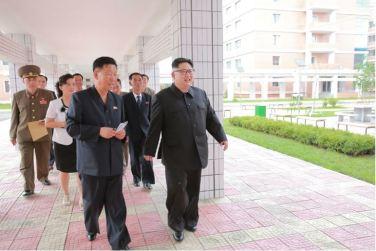 160703 - 조선의 오늘 - KIM JONG UN - Genosse KIM JONG UN besichtigte die neu errichtete Mittelschule für Waisen Pyongyang - 09 - 경애하는 김정은동지께서 새로 건설된 평양중등학원을 현지지도하시였다