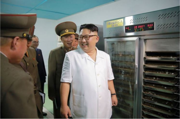160706 - 조선의 오늘 - KIM JONG UN - Genosse KIM JONG UN besichtigte den rekonstruierten Betrieb für Sumpfschildkrötenzucht Pyongyang - 03 - 경애하는 김정은동지께서 우리 나라 양식공장의 본보기, 표준으로 전변된 평양자라공장을 현지지도하시였다