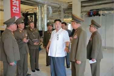 160706 - 조선의 오늘 - KIM JONG UN - Genosse KIM JONG UN besichtigte den rekonstruierten Betrieb für Sumpfschildkrötenzucht Pyongyang - 05 - 경애하는 김정은동지께서 우리 나라 양식공장의 본보기, 표준으로 전변된 평양자라공장을 현지지도하시였다