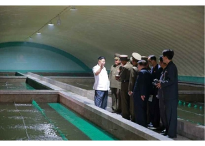 160706 - RS - KIM JONG UN - Genosse KIM JONG UN besichtigte den rekonstruierten Betrieb für Sumpfschildkrötenzucht Pyongyang - 05 - 경애하는 김정은동지께서 우리 나라 양식공장의 본보기, 표준으로 전변된 평양자라공장을 현지지도하시였다