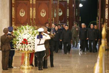 160708 - 조선의 오늘 - KIM JONG UN - Marschall KIM JONG UN besuchte den Sonnenpalast Kumsusan - 01 - 경애하는 김정은동지께서 위대한 수령 김일성동지의 서거 22돐에 즈음하여 금수산태양궁전을 찾으시였다