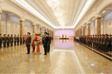 160708 - 조선의 오늘 - KIM JONG UN - Marschall KIM JONG UN besuchte den Sonnenpalast Kumsusan - 02 - 경애하는 김정은동지께서 위대한 수령 김일성동지의 서거 22돐에 즈음하여 금수산태양궁전을 찾으시였다