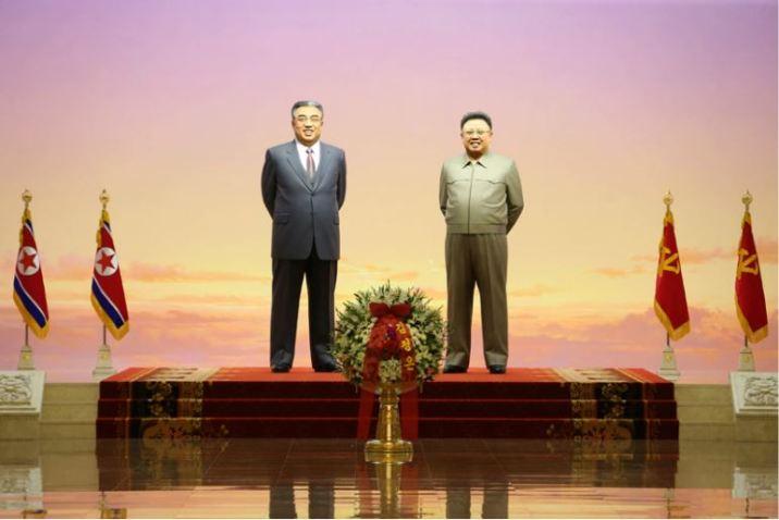 160708 - 조선의 오늘 - KIM JONG UN - Marschall KIM JONG UN besuchte den Sonnenpalast Kumsusan - 03 - 경애하는 김정은동지께서 위대한 수령 김일성동지의 서거 22돐에 즈음하여 금수산태양궁전을 찾으시였다