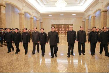 160708 - 조선의 오늘 - KIM JONG UN - Marschall KIM JONG UN besuchte den Sonnenpalast Kumsusan - 04 - 경애하는 김정은동지께서 위대한 수령 김일성동지의 서거 22돐에 즈음하여 금수산태양궁전을 찾으시였다