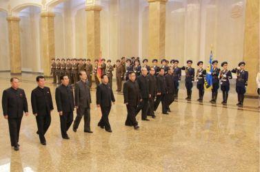 160708 - 조선의 오늘 - KIM JONG UN - Marschall KIM JONG UN besuchte den Sonnenpalast Kumsusan - 05 - 경애하는 김정은동지께서 위대한 수령 김일성동지의 서거 22돐에 즈음하여 금수산태양궁전을 찾으시였다
