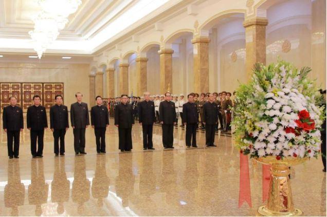 160708 - 조선의 오늘 - KIM JONG UN - Marschall KIM JONG UN besuchte den Sonnenpalast Kumsusan - 06 - 경애하는 김정은동지께서 위대한 수령 김일성동지의 서거 22돐에 즈음하여 금수산태양궁전을 찾으시였다