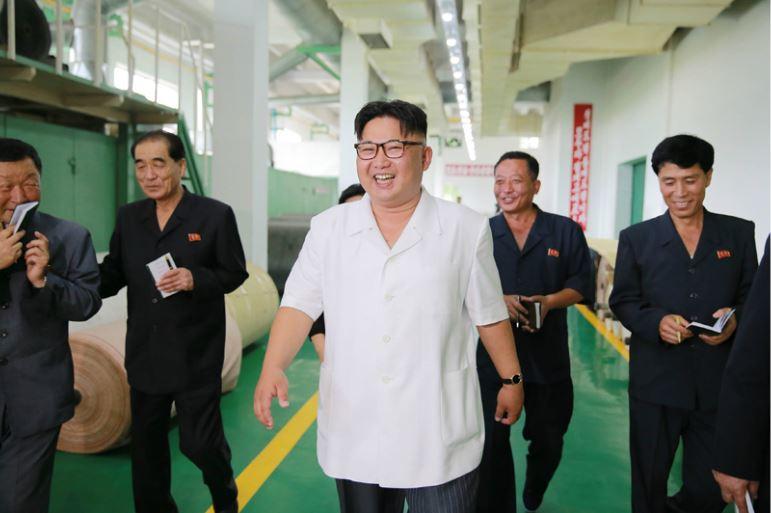 160712 - 조선의 오늘 - KIM JONG UN - Genosse KIM JONG UN besichtigte das Kunstlederwerk Phyongsong - 01 - 경애하는 김정은동지께서 평성합성가죽공장을 현지지도하시였다