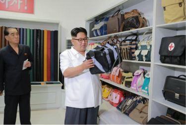 160712 - 조선의 오늘 - KIM JONG UN - Genosse KIM JONG UN besichtigte das Kunstlederwerk Phyongsong - 02 - 경애하는 김정은동지께서 평성합성가죽공장을 현지지도하시였다