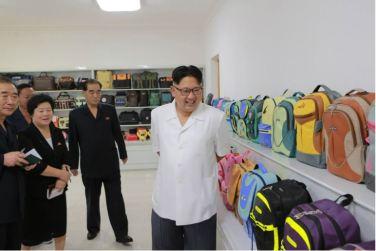 160712 - 조선의 오늘 - KIM JONG UN - Genosse KIM JONG UN besichtigte das Kunstlederwerk Phyongsong - 03 - 경애하는 김정은동지께서 평성합성가죽공장을 현지지도하시였다