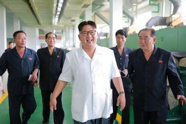 160712 - 조선의 오늘 - KIM JONG UN - Genosse KIM JONG UN besichtigte das Kunstlederwerk Phyongsong - 08 - 경애하는 김정은동지께서 평성합성가죽공장을 현지지도하시였다
