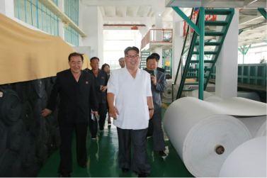 160712 - 조선의 오늘 - KIM JONG UN - Genosse KIM JONG UN besichtigte das Kunstlederwerk Phyongsong - 11 - 경애하는 김정은동지께서 평성합성가죽공장을 현지지도하시였다