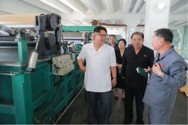 160712 - 조선의 오늘 - KIM JONG UN - Genosse KIM JONG UN besichtigte das Kunstlederwerk Phyongsong - 13 - 경애하는 김정은동지께서 평성합성가죽공장을 현지지도하시였다