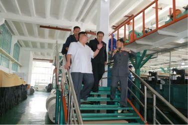 160712 - 조선의 오늘 - KIM JONG UN - Genosse KIM JONG UN besichtigte das Kunstlederwerk Phyongsong - 14 - 경애하는 김정은동지께서 평성합성가죽공장을 현지지도하시였다
