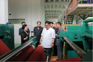 160712 - 조선의 오늘 - KIM JONG UN - Genosse KIM JONG UN besichtigte das Kunstlederwerk Phyongsong - 15 - 경애하는 김정은동지께서 평성합성가죽공장을 현지지도하시였다