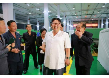 160712 - RS - KIM JONG UN - Genosse KIM JONG UN besichtigte das Kunstlederwerk Phyongsong - 01 - 경애하는 김정은동지께서 평성합성가죽공장을 현지지도하시였다