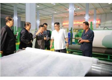 160712 - RS - KIM JONG UN - Genosse KIM JONG UN besichtigte das Kunstlederwerk Phyongsong - 04 - 경애하는 김정은동지께서 평성합성가죽공장을 현지지도하시였다