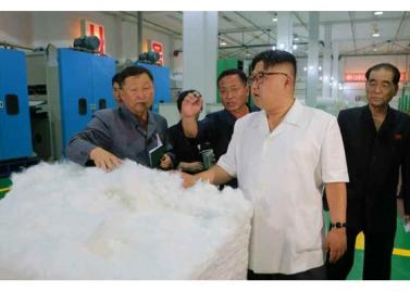 160712 - RS - KIM JONG UN - Genosse KIM JONG UN besichtigte das Kunstlederwerk Phyongsong - 06 - 경애하는 김정은동지께서 평성합성가죽공장을 현지지도하시였다