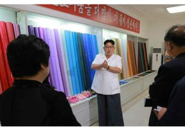 160712 - RS - KIM JONG UN - Genosse KIM JONG UN besichtigte das Kunstlederwerk Phyongsong - 07 - 경애하는 김정은동지께서 평성합성가죽공장을 현지지도하시였다