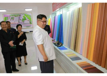 160712 - RS - KIM JONG UN - Genosse KIM JONG UN besichtigte das Kunstlederwerk Phyongsong - 08 - 경애하는 김정은동지께서 평성합성가죽공장을 현지지도하시였다