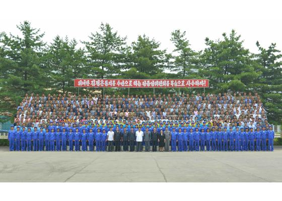 160712 - RS - KIM JONG UN - Genosse KIM JONG UN besichtigte das Kunstlederwerk Phyongsong - 11 - 경애하는 김정은동지께서 평성합성가죽공장을 현지지도하시였다
